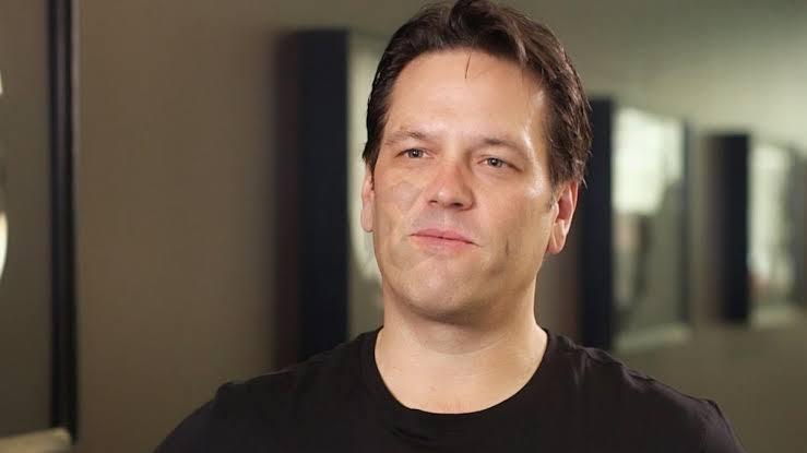 """Phil Spencer diz que a Microsoft tem um """"ótimo"""" relacionamento com a Nintendo, mas que """"não ama"""" quando perguntam se cada novo jogo sairá no Switch"""