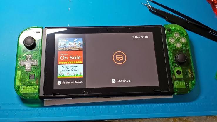 Aleatório: Com o Nintendo Switch esgotado em várias varejistas do mundo, alguém construiu um do zero com 200 dólares