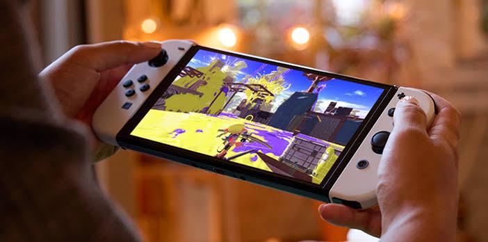 """Em sua estreia no Reino Unido, o Nintendo Switch OLED Model """"superou confortavelmente"""" as vendas de lançamento do Switch Lite"""